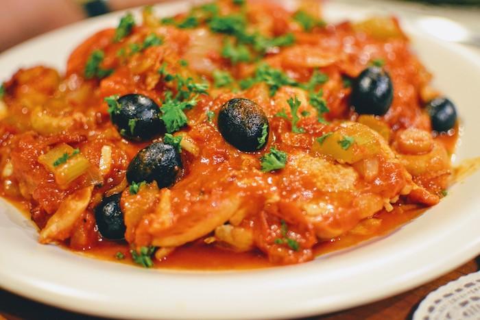 鶏肉の狩人風トマト煮込み