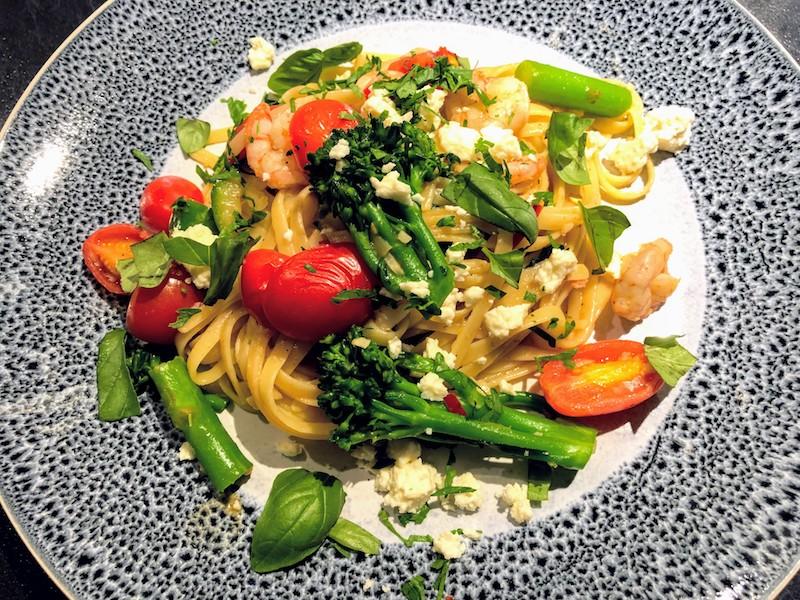 平日の一皿ディナーは小エビとブロッコリーニのリングイネで