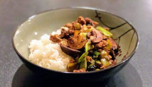 材料さえ揃えば簡単、本格的な味の中華風鶏ひき肉ドンブリ