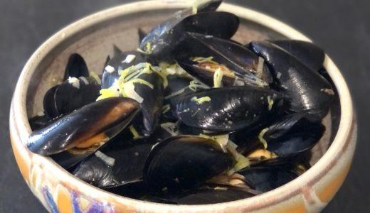 ムール・マリニエール(ムール貝の白ワイン蒸し)は「ヒゲ」をとったらあとは簡単